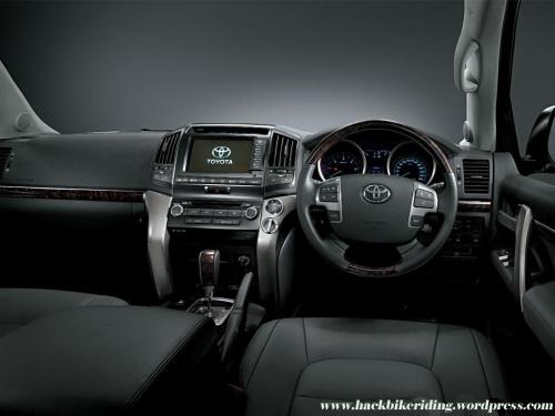 toyota_landcruiser_diesel_interior