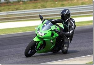 Kawasaki_Ninja_250R_l