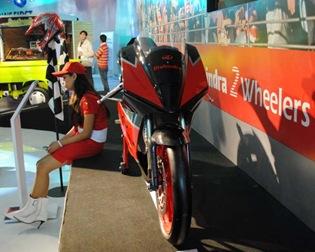 Mahindra_Motorcycle_Front